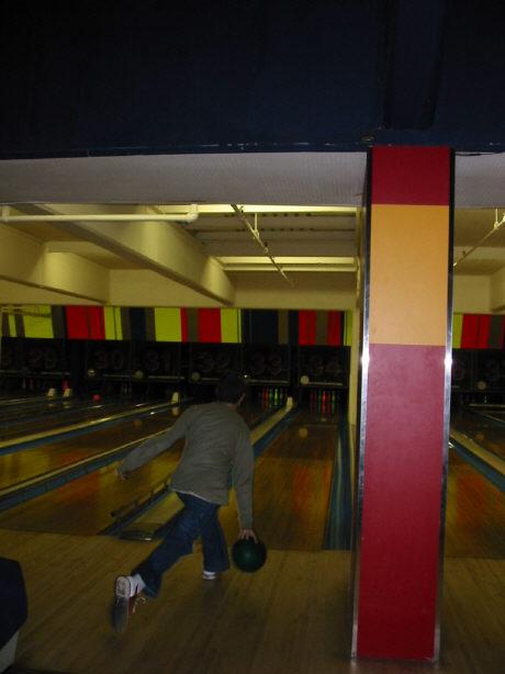 bowling061402-2.jpg